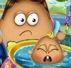 Papai Pou banho do bebê