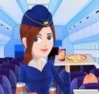 Aeromoça servir clientes
