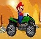Andar de quadriciclo no deserto com o Mario