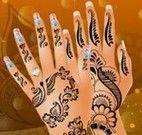 Manicure e tatuagem