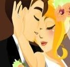 Noivos beijando no casamento