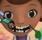 Doutora dos brinquedos no dentista