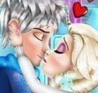 Elsa e Jack beijar escondido