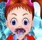 Bebê Emma médico da garganta