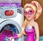 Super Barbie lavar roupas