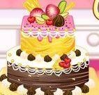 Anna decorar bolo do namorado