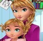 Anna e bebê pintar desenho