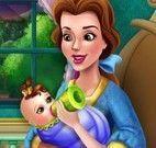 Bela cuidar do bebê