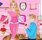 Barbie e Ken limpar sala