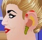 Lady Gaga médico do ouvido