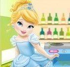 Cinderela bebê limpar cozinha