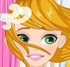 Trançar cabelo da menina