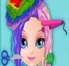 Barbie bebê no cabeleireiro