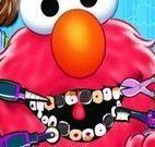 Cuidar dos dentes do Elmo
