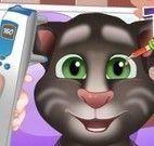 Bebê Tom médico dos olhos