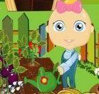 Bebê plantar legumes