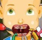 Cuidar dos dentes do menino