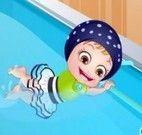 Bebê Hazel aula natação