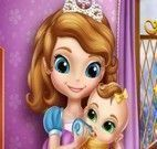 Princesa Sofia cuidar da irmã bebê