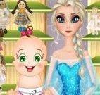 Elsa e bebê lavar brinquedos