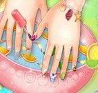 Tratamento nas mãos e pintar unhas