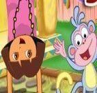 Dora e Botas brincando