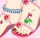 Pintar unhas do pé e tatuar