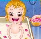 Bebê Hazel banho de pétalas
