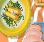Macarrão acompanhado de peito de frango