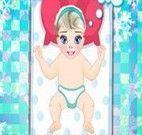Trocar fralda da Elsa bebê